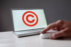 copyright-logo-on-laptop-o